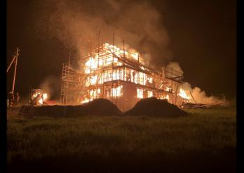 Incendie d'une ferme inhabitée à Heitenried / Feuer auf einem unbewohnten Bauernhof in Heitenried
