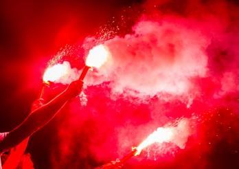 Eurofoot 2021 : L'utilisation d'engins pyrotechniques est dangereuse !/Eurofoot 2021: Die Verwendung von pyrotechnischen Gegenständen ist gefährlich!