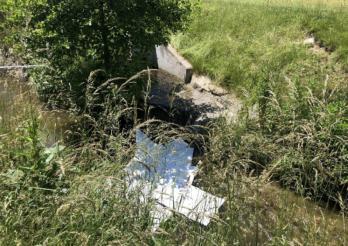 Pollution du ruisseau de la Sonnaz à Belfaux / Verschmutzung des Sonnaz-Baches in Belfaux
