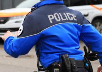 Une personne arrêtée en flagrant délit par la police à Albeuve / Eine Person auf frischer Tat von der Polizei angehalten in Albeuve