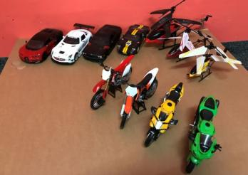 1 lot de voitures / motos / hélicoptères