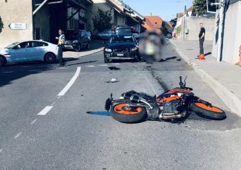 Une motocycliste blessée dans un accident de la circulation à Lugnorre / Motorradfahrerin bei Verkehrsunfall in Lugnorre verletzt