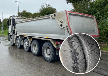 Une entreprise met en circulation un camion avec six pneus lisses à Vaulruz / Eine Firma setzt einen Lastwagen mit abgefahrenen Reifen in Verkehr in Vaulruz