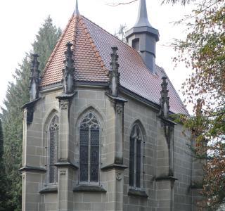 Chapelle St-Barthélemy du château de Pérolles à Fribourg, vers 1518-1520, par un collaborateur de Hans Felder le J., à l'initiative de Christophe de Diesbach comme chapelle privée et mausolée familial.