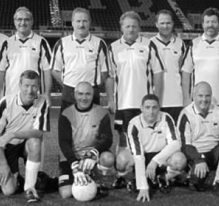 Fussballteam des FC Grossrat Freiburg im Stade de Suisse