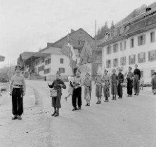 Petits soldats, Villars-sous-Mont, 1957