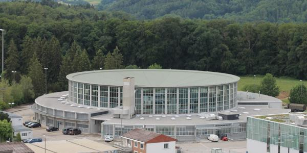 Grolley, le bâtiment circulaire du centre logistique de l'armée