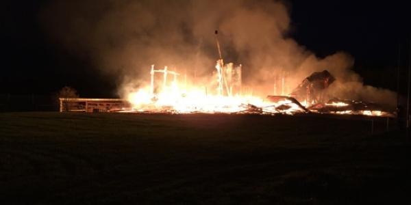 Une entreprise de construction détruite par les flammes à Siviriez
