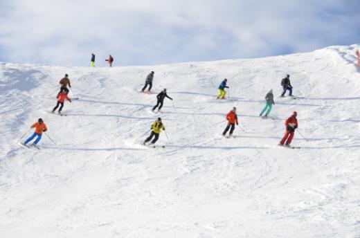 """S'élancer sur les pistes, c'est gratuit avec """"snow for free""""!"""