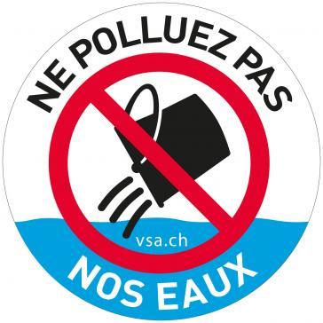Pour ne pas polluer les cours d'eau, il ne faut rien jeter dans les grilles de route et les caniveaux