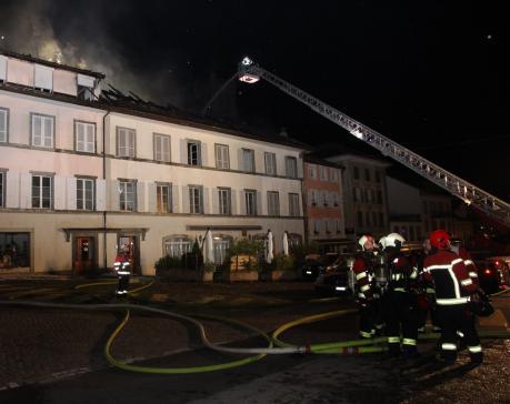 Un hôtel en proie aux flammes à Romont