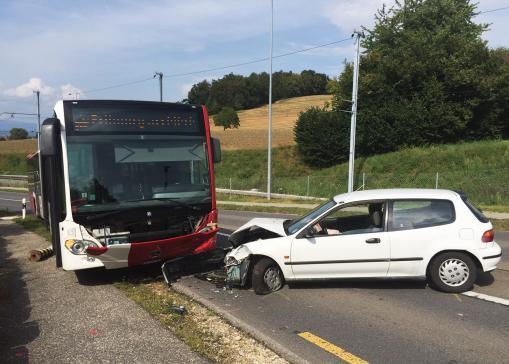 Collision entre un bus TPF et une voiture à Courgevaux - appel à témoins