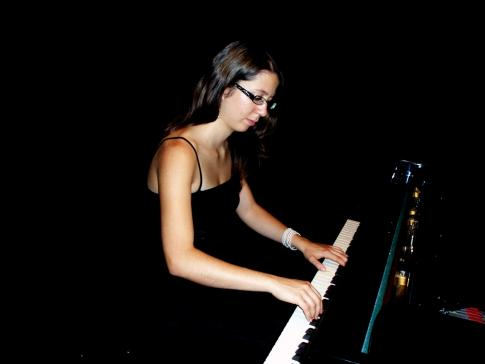 Junge Greyerzer Pianistin erhält ein Stipendium aus dem Fonds Pierre und Renée Glasson