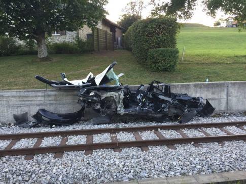 Accident de circulation entre une voiture et un train TPF, avec 3 personnes grièvement blessées