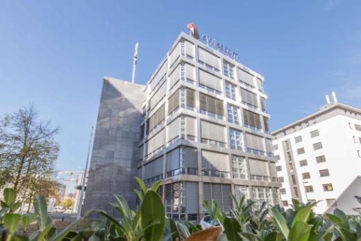 Der Staatsrat will das ehemalige Swisscom-Gebäude an der Route des Arsenaux in Freiburg erwerben