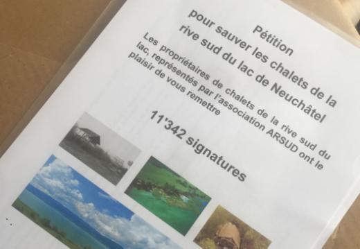 Dépôt de pétition : pour le sauvetage des chalets de la rive sud du lac de Neuchâtel