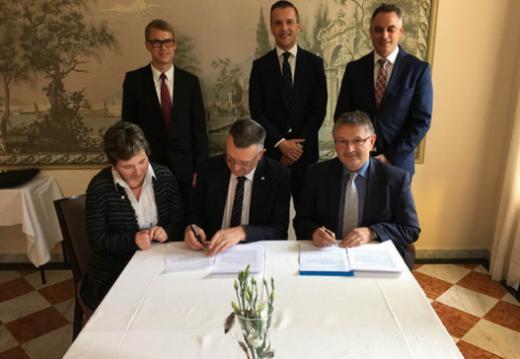 Schaffung der interkantonalen E-Government-Vereinigung iGovPortal.ch zwischen dem Staat Freiburg und der Republik und dem Kanton Jura