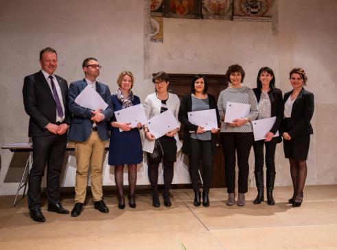Cadres en administration communale: 8 Fribourgeois-es diplômé-es