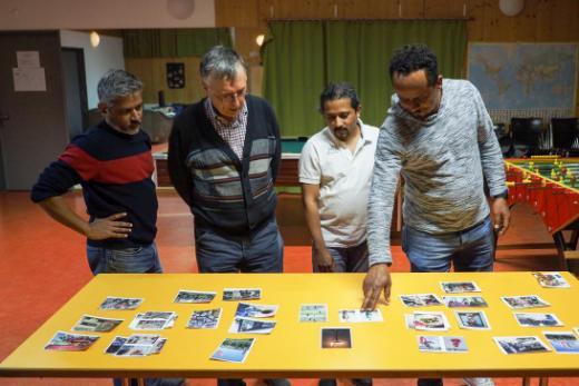 """Vernissage de l'exposition """"Papas sans frontières"""" - Semaine fribourgeoise contre le racisme 2019"""