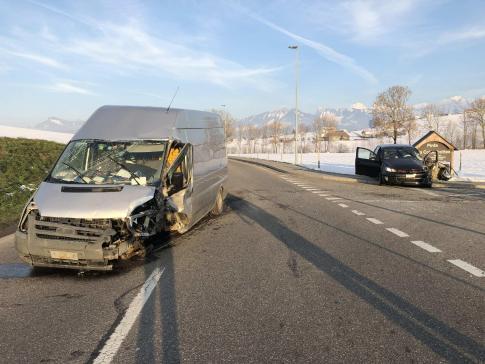 Trois personnes légèrement blessées dans un accident de la circulation à Vuadens