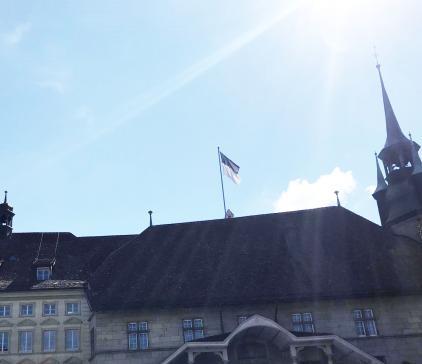 Le drapeau de l'Hôtel cantonal