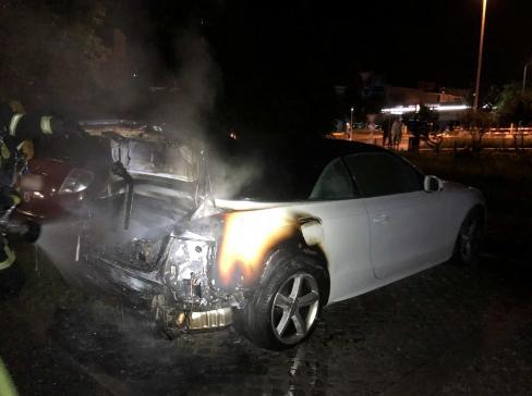 Une voiture en feu à Bulle (NEWS nur auf Französisch)