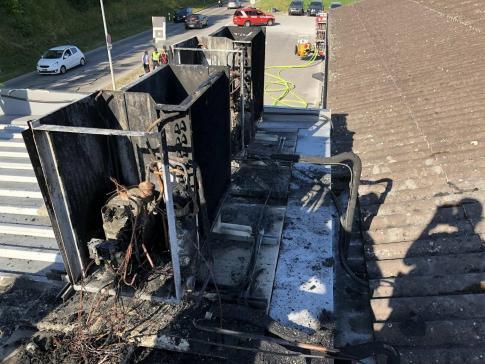Incendie de deux climatiseurs sur le toit d'une station-service à Romont / News nur auf Französisch