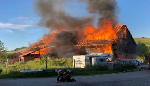 Une maison en feu à Grangettes-près-Romont