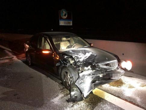 Zwei Verletzte bei einem Auffahrunfall auf der A1 in Ried b. Kerzers