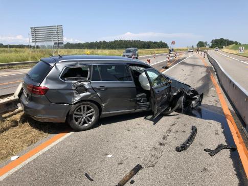 Verkehrsunfall im Baustellenbereich der A12 in Düdingen / News uniquement en allemand