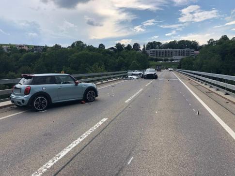 Trois blessés dans un carambolage à Châtel-St-Denis / News nur auf Französisch