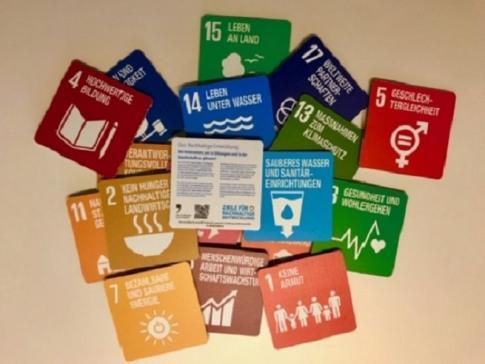 Welcher Anteil der Nahrungsmittel landet in der Schweiz im Abfall? Jetzt können Sie spielerisch Ihr Wissen über nachhaltige Entwicklung erweitern.