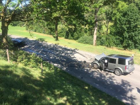 Deux personnes blessées dans un accident frontal à Schmitten