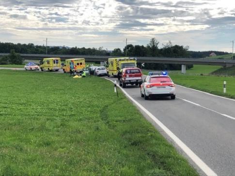 Quatre blessés dans une collision frontale à Semsales