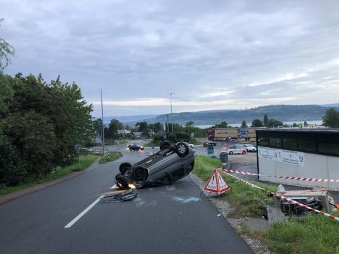 Une automobiliste se blesse lors d'un accident à Morat – appel à témoins