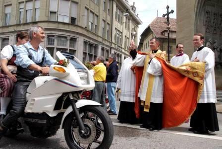 """Motorradfahrer-Rallye """"Madonna der Zentauren"""""""