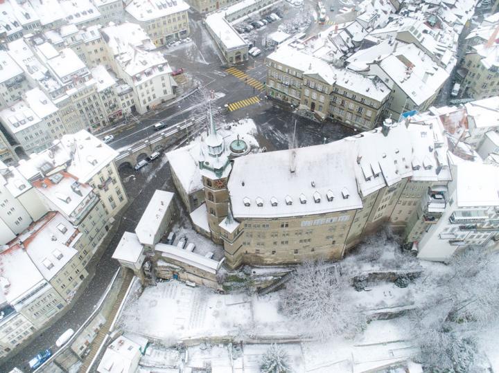Hôtel cantonal en hiver