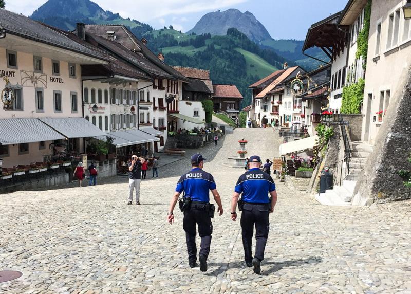 Police cantonale Fribourg - patrouille en gruyère