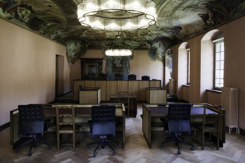 Salle d'audience au Tribunal cantonal - Verhandlungssaal des Kantonsgerichts