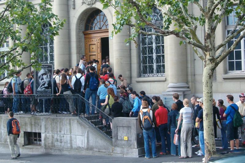 Entrée principale de la Bibliothèque cantonale et universitaire Fribourg