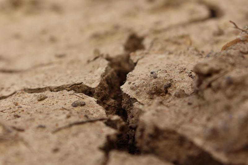 Fissure dans le sol - Riss in den Boden