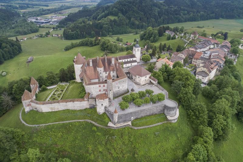 Château des comtes de Gruyère, lieu de mémoire de la Gruyère et réactivation romantique du Moyen Age, entre 1270-1282 et 1476-1540
