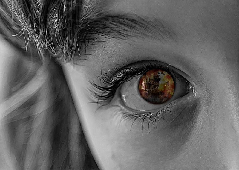 Enfant au regard troublé