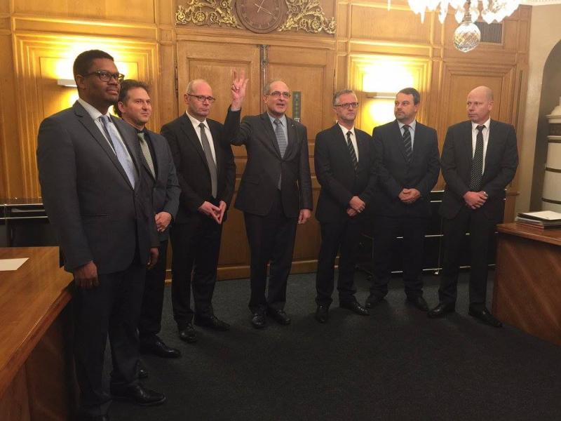 Les sept préfets du canton de Fribourg lors de leur assermentation