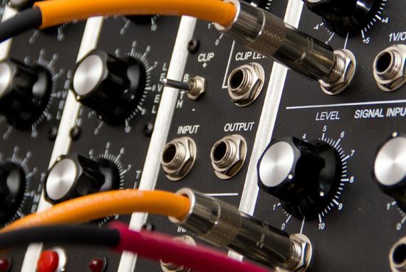Elektronisches Studio (Musikinformatik und Synthesizer)