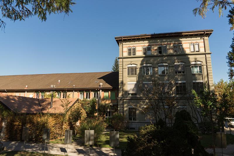 Bâtiment du Musée d'histoire naturelle de Fribourg, vu du Jardin botanique