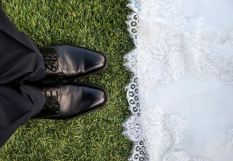 Mariage, la robe et les souliers