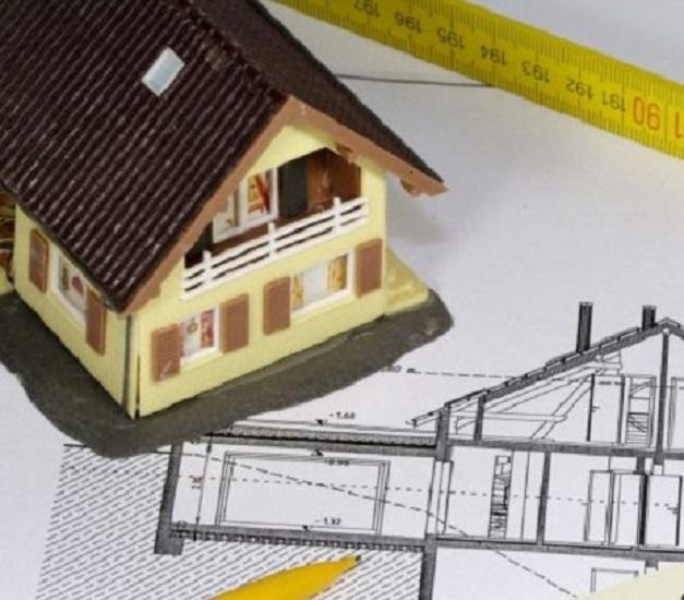 Maquette d'une maison et dessin technique