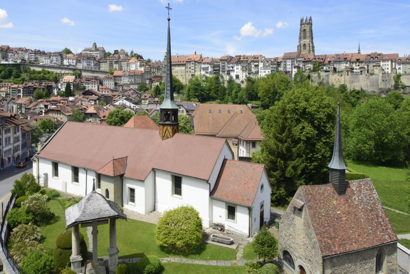 """L'église Saint-Jean à Fribourg restaurée par étapes entre 1997 et 2016, présentée en septembre 2017 dans le 22e numéro de la revue """"Patrimoine Fribourgeois"""""""