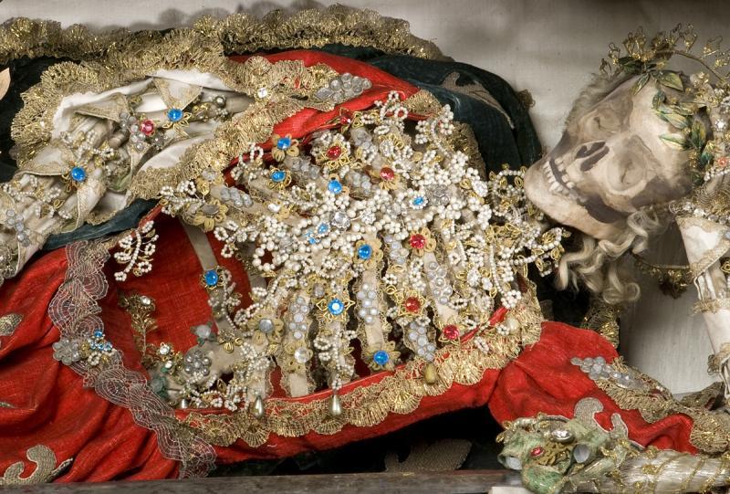 Heiliger Modestos, heiliger Körper aus den römischen Katakomben, für die Sommerresidenz des Bischofs Joseph-Nicolas de Montenach in Russy (Belmont-Broye) im Atelier der Kapuzinerinnen von Montorge zusammengesetzt, 1762.